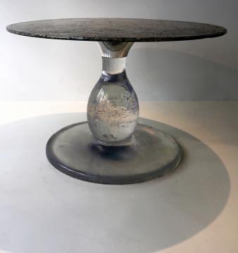 Un pied de table haute, comme un  cristal intergalactique, inédit sur terre